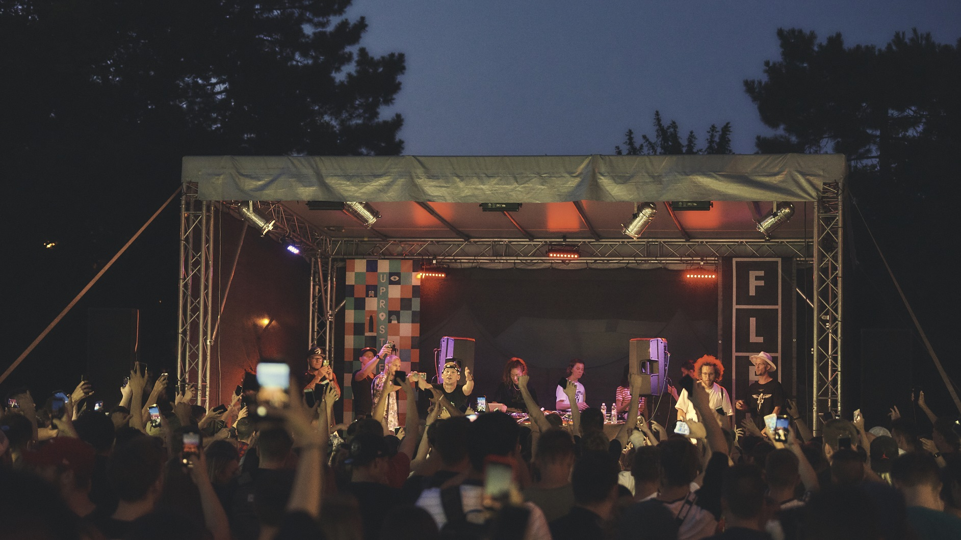 Festial-Uprostred-mizuki-nakeshu-26-.jpg