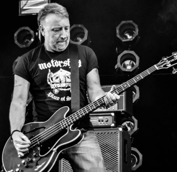 peterhook-ctverec.png
